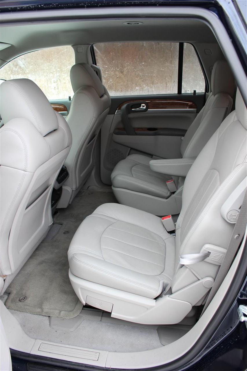 buick enclave second row center console 2017 2018 best cars reviews. Black Bedroom Furniture Sets. Home Design Ideas